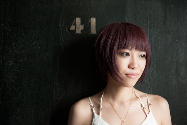 トリリンガルな次世代J-POPを歌うQi Fang 1st Albumを発表!!