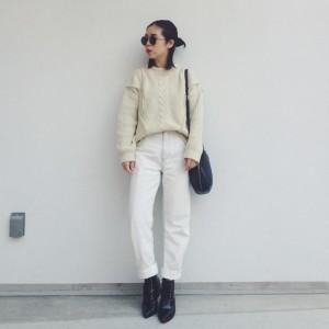 シンプルなのに可愛い白ニットスタイル