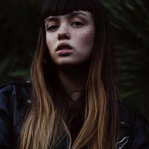 i-Dマガジンも注目する18歳のニューフェイス、Emily Bador