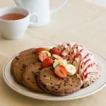 Eggs 'n Thingsからチョコとココアを混ぜ込んだバレンタインパンケーキが登場