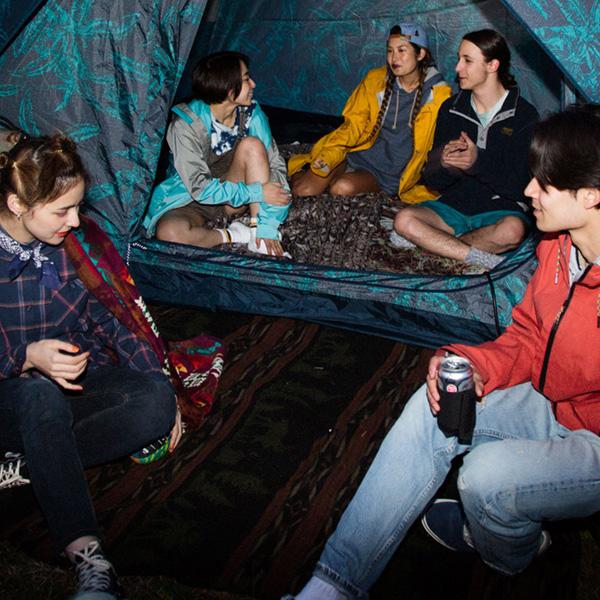 BURTONの優秀グッズ&ギアがチルなナイトキャンプをプロデュース