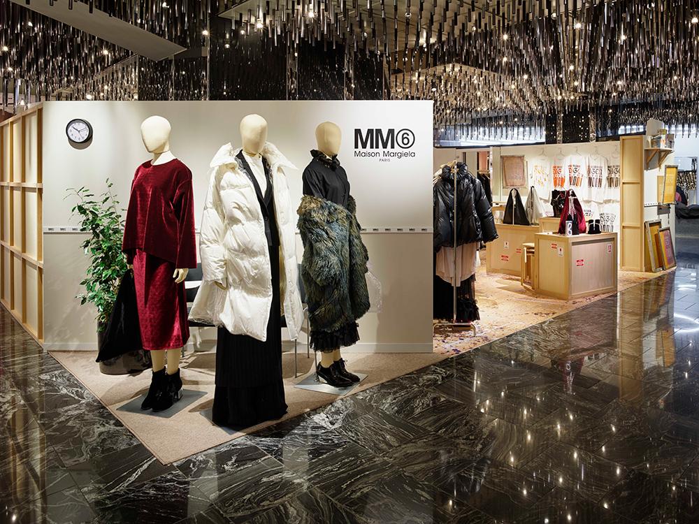 ロンドンで開催された2017年秋冬のプレゼンテーションを再現したMM6 Maison Margielaのポップアップストアがオープン