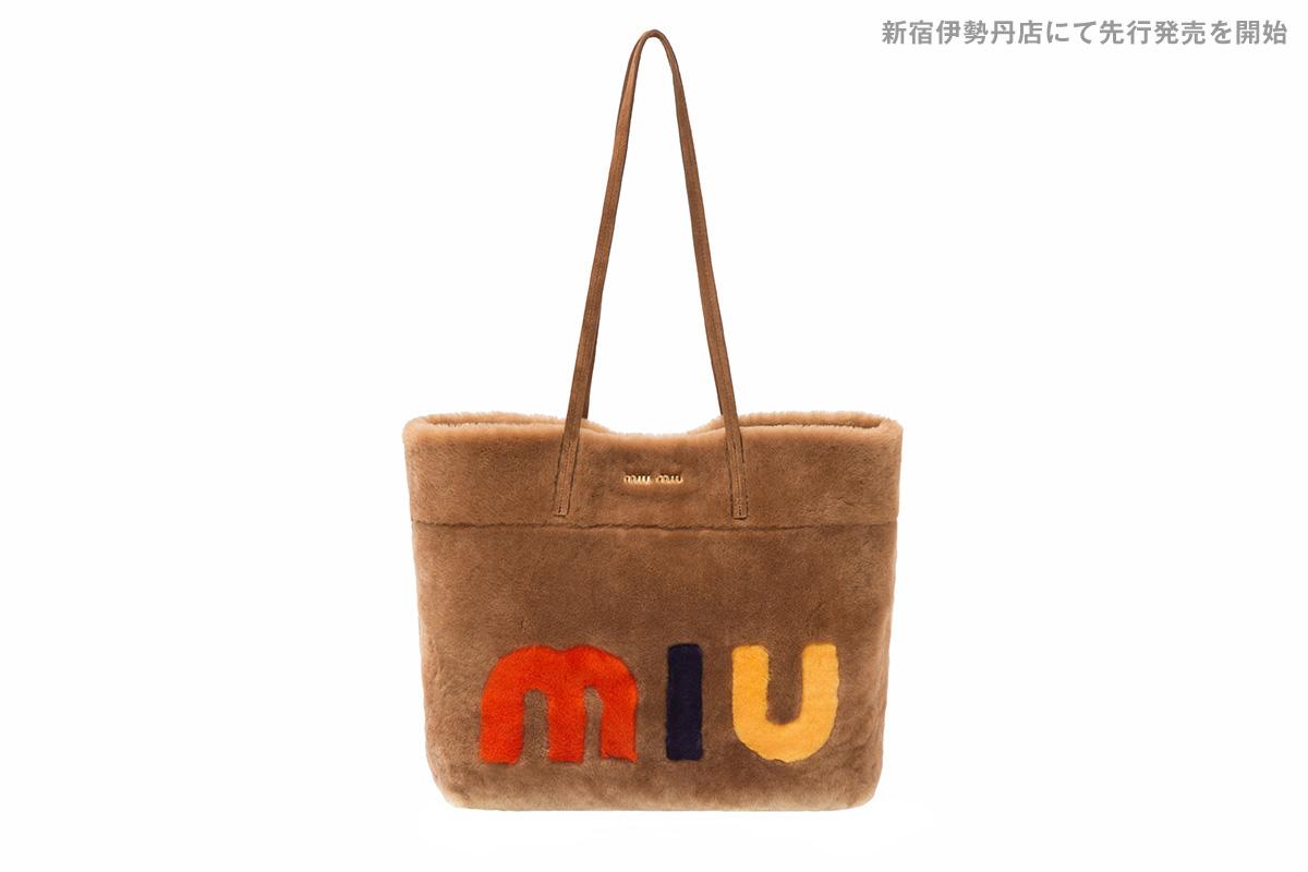 ミュウミュウから大胆なロゴがあしらわれたこの冬注目の新作バッグが登場!
