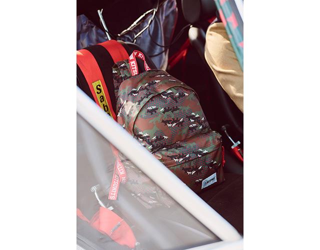 キツネのカモフラ柄が目を引くバッグが登場! メゾン キツネとイーストパックのコラボ商品が販売開始