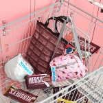 ハーシーのチョコレート柄バッグが登場♡  レスポートサックとのコラボアイテムがお目見え
