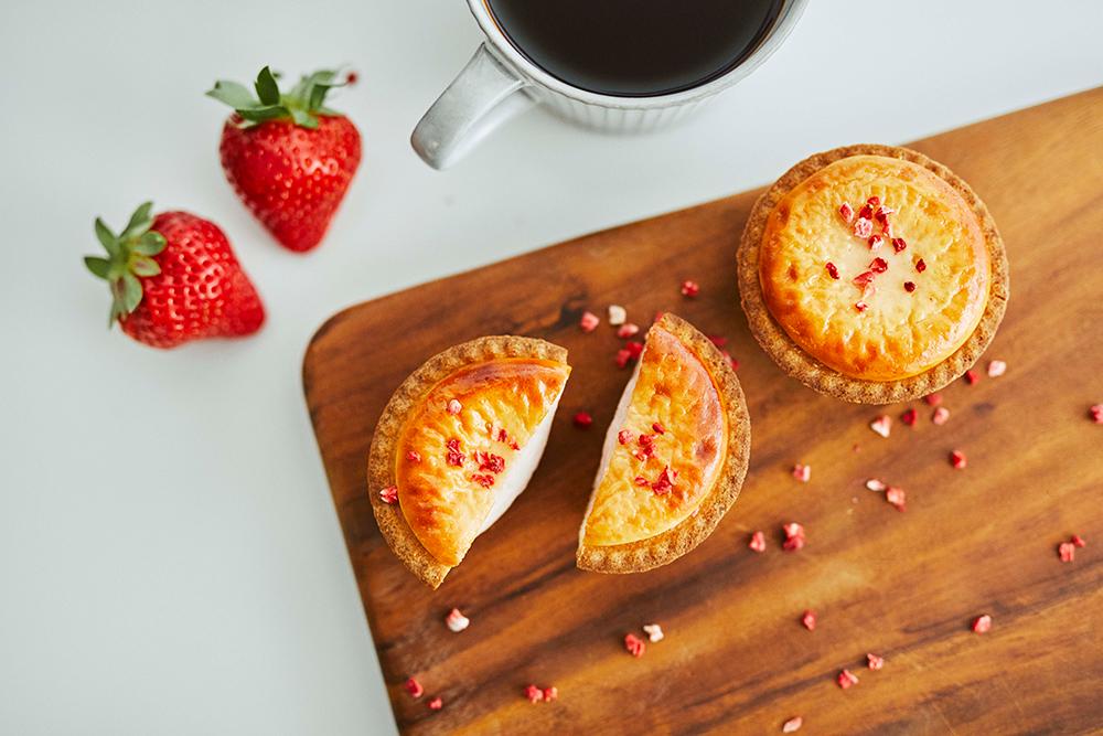 チーズタルト専門店 BAKE CHEESE TARTより新フレーバが登場♡ 焼きたてストロベリーチーズタルトが期間限定発売