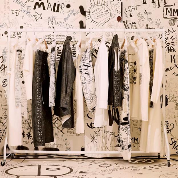 """""""スクリブル(落書き)""""プリントで自由なミックススタイルを提案する2018年春夏カプセルコレクションのポップアップストアが全国を巡回"""
