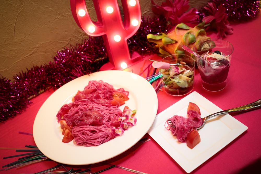 ピンク一色でフォトジェニック♡ レッドピタヤを使ったピンクフードが楽しめる期間限定カフェがオープン