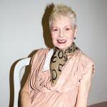 アクティビストとしても活動するヴィヴィアン・ウエストウッドがファッションとアートの融合を表現した展覧会を開催