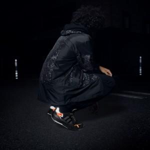 アディダス オリジナルスから夜に活動するすべての人に向けた新スニーカーが誕生