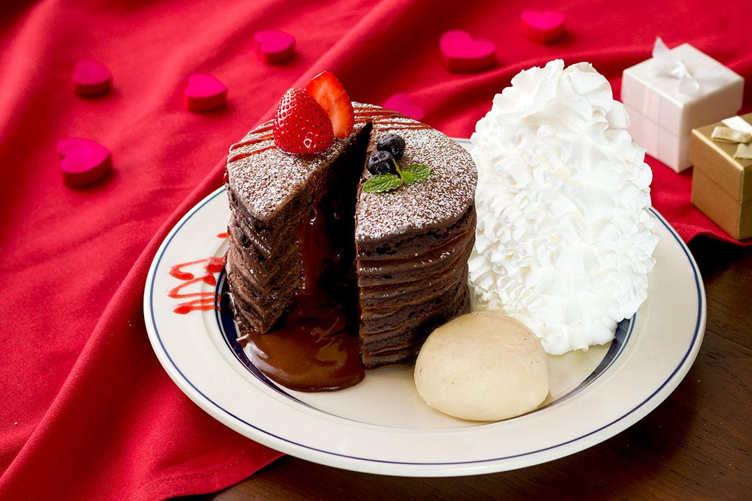 チョコを存分に味わえる一皿♡ エッグスンシングスからフォンダンショコラパンケーキが登場