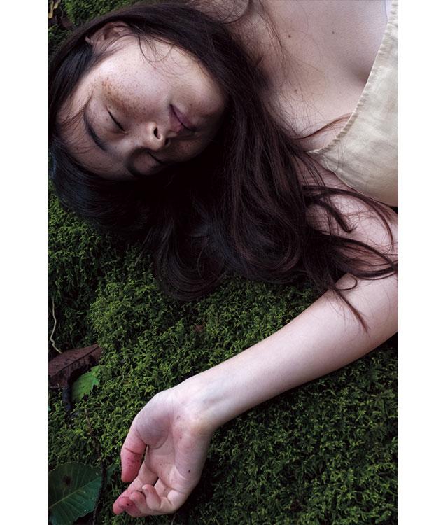 少女から大人に変わる瞬間を捉えたモトーラ世理奈写真集