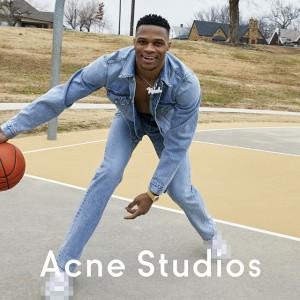 Acne Studiosが豪華キャストを迎えた春夏シーズンの広告を公開