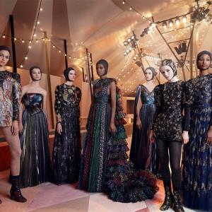 サーカスの世界観を表現! Diorの2019春夏 オートクチュール コレクションのルックが到着