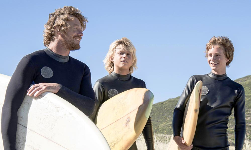 人気俳優と美しいサーファー少年の共演『ブレス あの波の向こうへ』