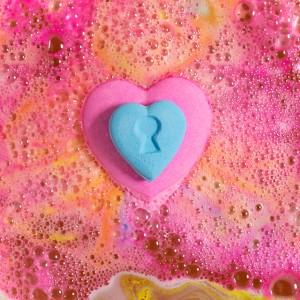 食べれないチョコレート!? LUSHからユーモア溢れるボディケアアイテムが登場