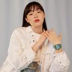 モトーラ世理奈の手もとを飾るDIESEL WATCHES