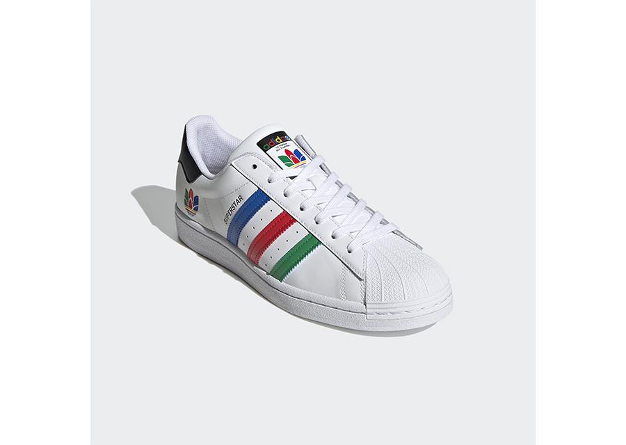 adidas Originalsの名作スニーカーSUPERSTARの50周年を祝して『ジブンだけの、色でいこう』キャンペーンが開催中!
