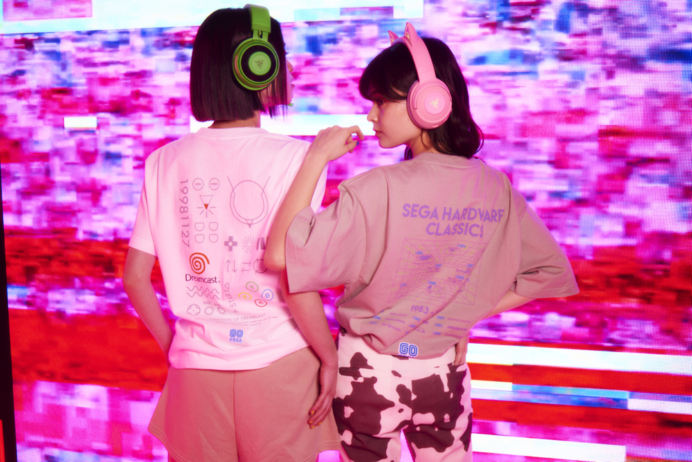 atmos pinkが期間限定でゲームセンターに変身! スニーカーに貼って遊べる話題のグッズも発売