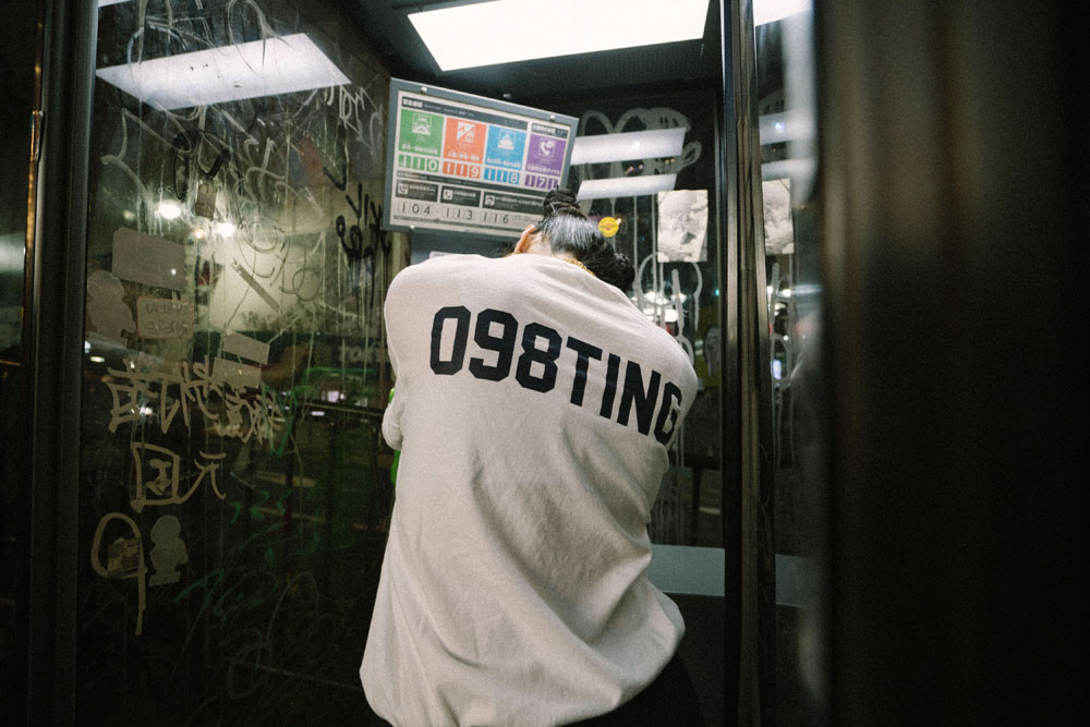 Awich × FAFIコラボTシャツが数量限定で発売!